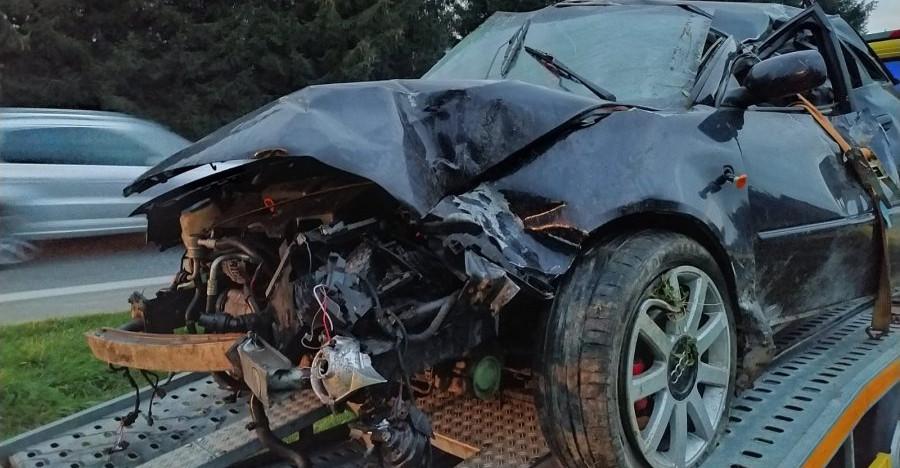 """REGION:   19-latek dachował. Kierowca miał """"prawko"""" od tygodnia (ZDJĘCIA)"""