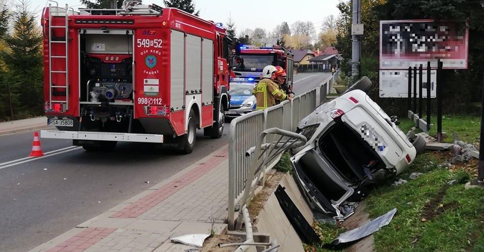 ZAGÓRZ: Samochód staranował barierki i wpadł do rowu (ZDJĘCIA, VIDEO)