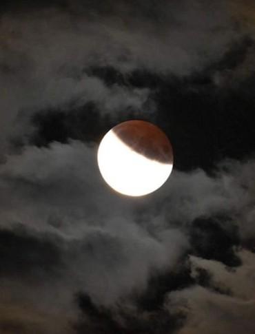 Zaćmienie Księżyca w Waszych obiektywach! Piękne zjawisko (FOTO)