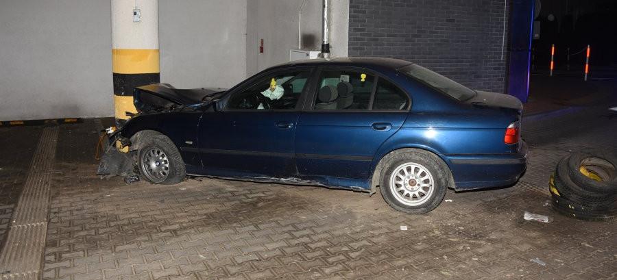 Staranował szlaban i wjechał na teren parkingu galerii (FOTO)