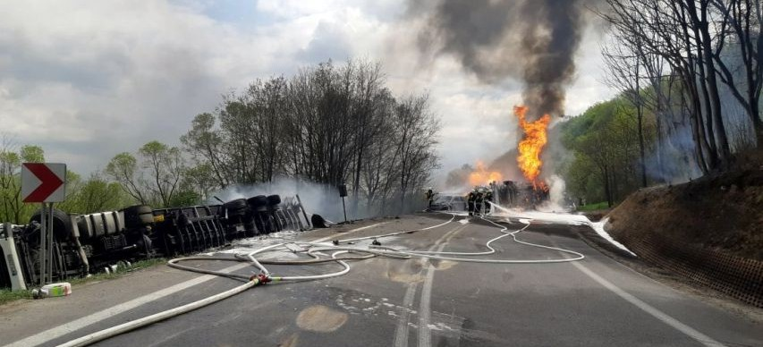 Tragiczne skutki wypadku. Zmarł kierowca cysterny, która wybuchła w Lipowicy