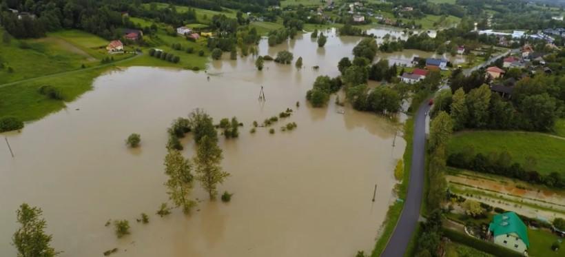 Prezydent Ferenc przekaże 250 tys. dla powodzian z gminy Chmielnik