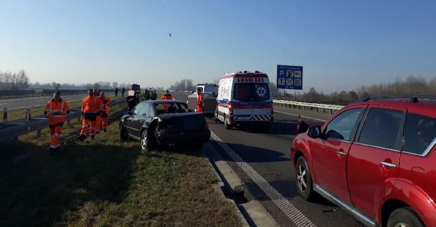 Zderzenie trzech pojazdów na A4 w Białobrzegach