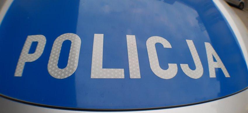 Mężczyzna zesłabł przed komendą – policja ruszyła z pomocą