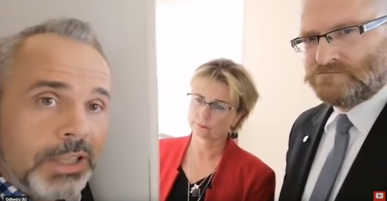 TVP Rzeszów nie wpuszcza Grzegorza Brauna do studia w zastępstwie za innego kandydata Konfederacji