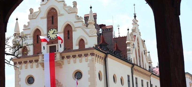 DZIEŃ FLAGI: Rzeszów w biało-czerwonych barwach! (FOTO)