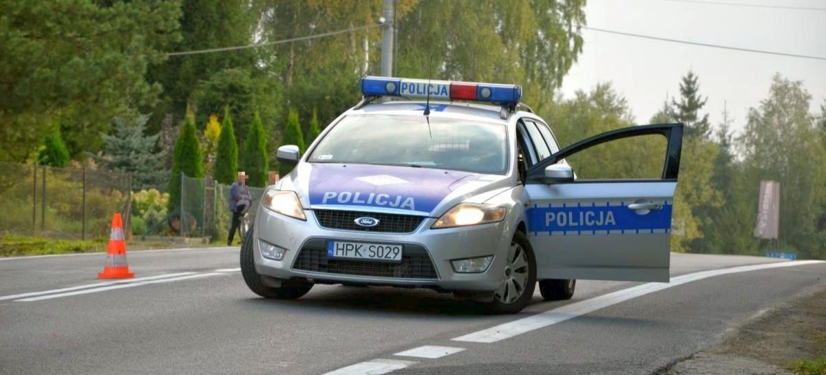 Samochód w rowie, kierowca pijany. Interweniował policjant po służbie