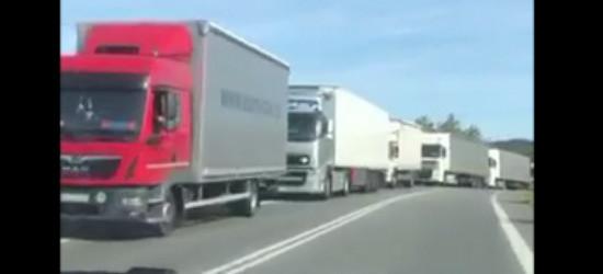 """Wypadek w Połomi. """"Okazały"""" sznur tirów (VIDEO)"""