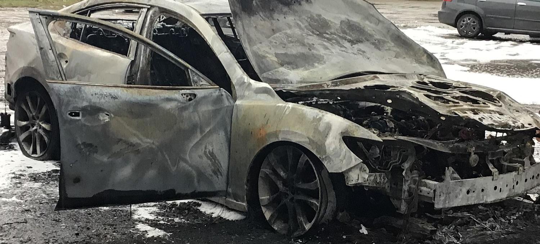 Trzy samochody spłonęły doszczętnie!