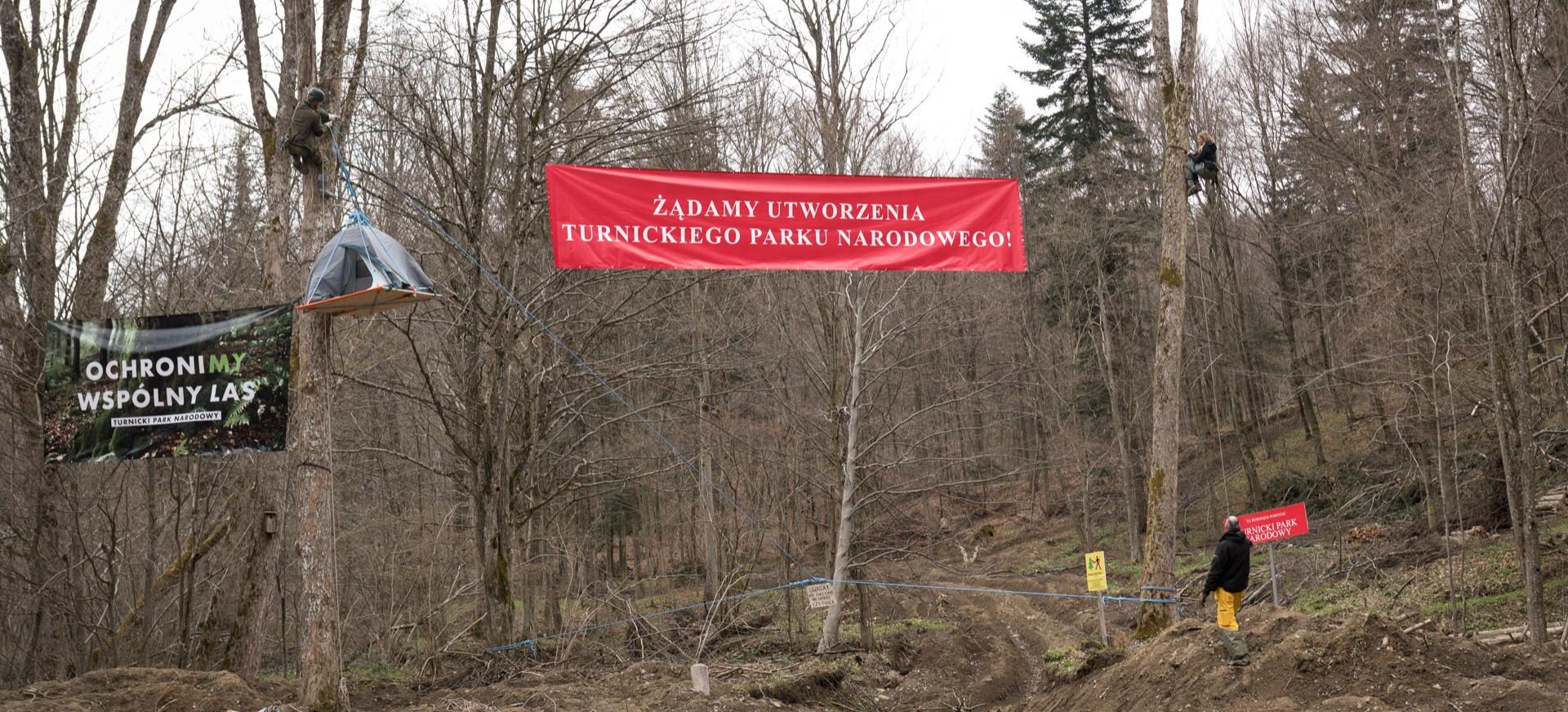Protest ekologów. Blokada przy drodze do Arłamowa (ZDJĘCIA)