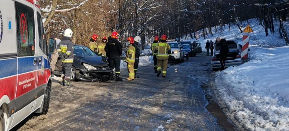 Zderzenie dwóch pojazdów pomiędzy Polańczykiem a Soliną (FOTO)
