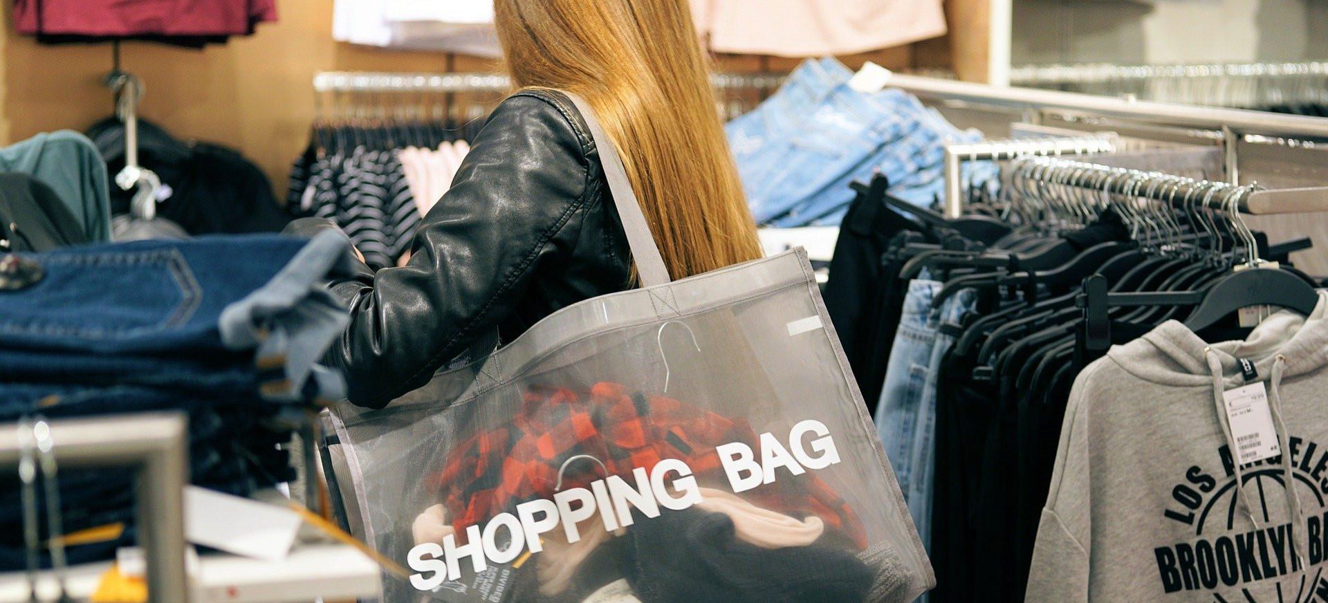 Szaleństwo w sklepach. Ludzie rzucili się na promocje