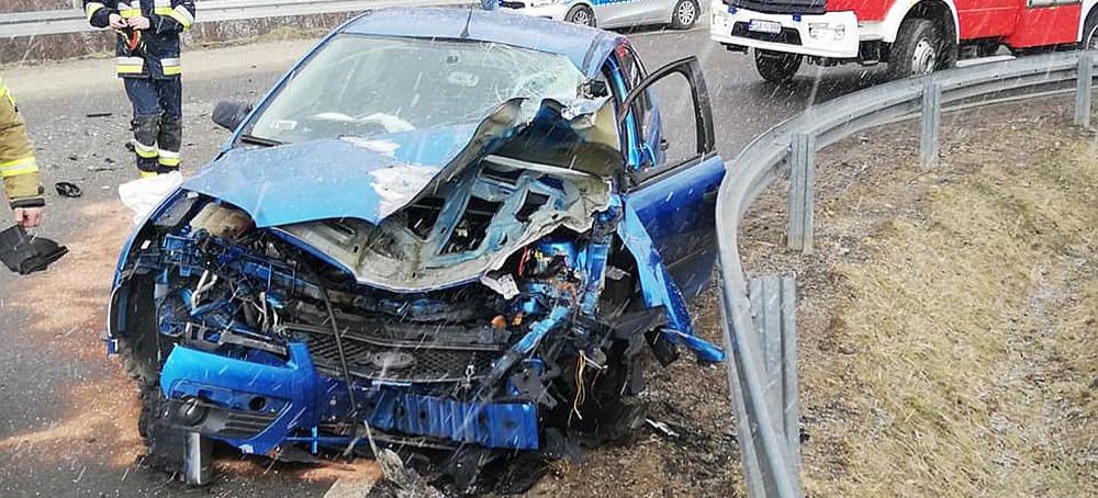 PILNE. Wypadek w Czaszynie. Zmiażdżony przód i bok osobówki! (VIDEO, ZDJĘCIA)