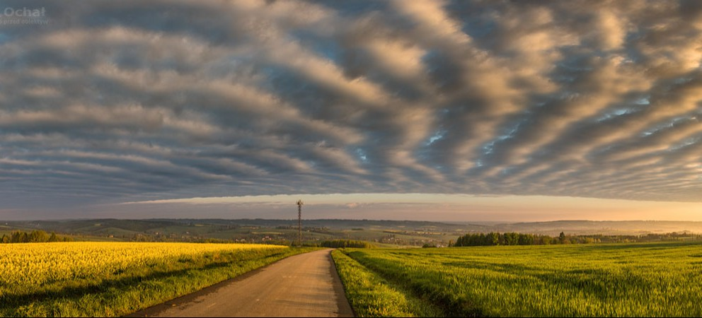 Piękne zdjęcia pasiastych chmur o poranku! (FOTO)