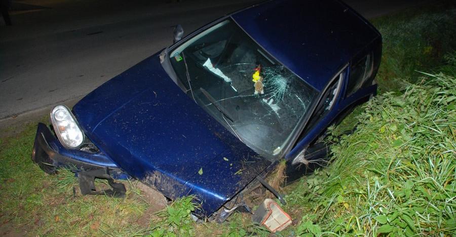 Pijany 18-latek. Wypadł z drogi, uderzył w przepust (ZDJĘCIA)