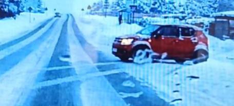 Nierozważny kierowca mógł spowodować wypadek! (VIDEO)