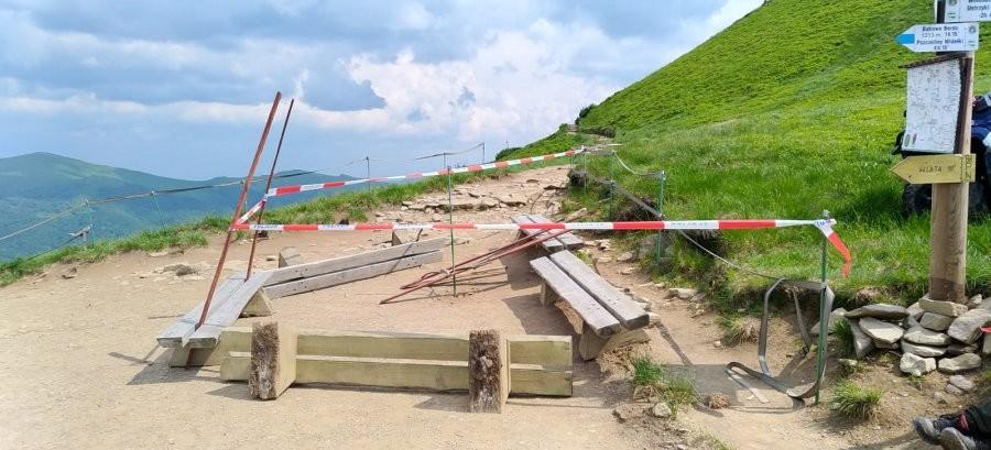 Turysta znalazł niewybuch przy szczycie Tarnicy. Szlaki zamknięte! (ZDJĘCIA)