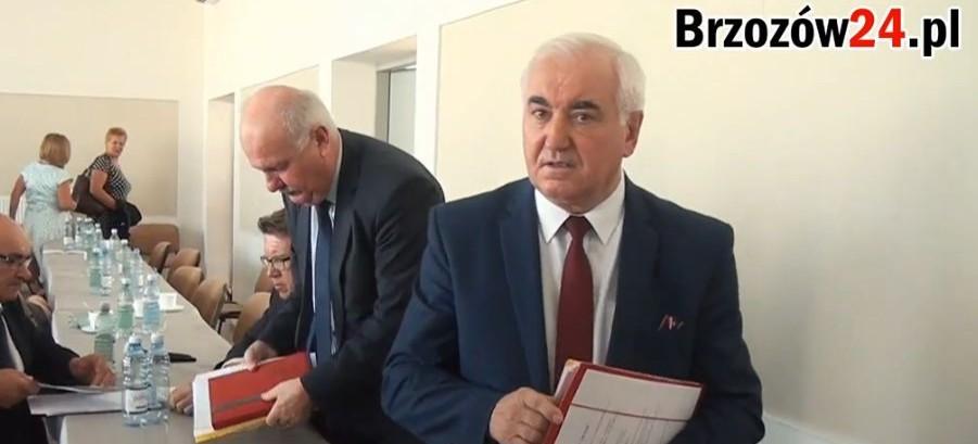 Czy burmistrz Józef Rzepka ma coś do ukrycia? Ucieka od rozmów przed kamerą (VIDEO)
