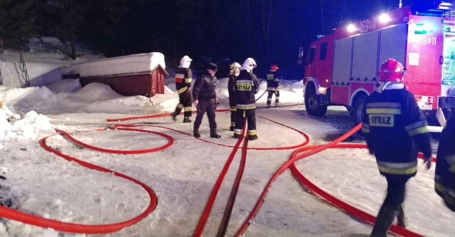 BIESZCZADY: Nocny pożar ośrodka wypoczynkowego. Ewakuowano 40 osób (FOTO)