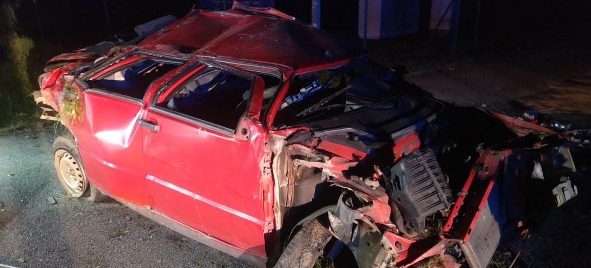 Samochód wypadł z drogi i dachował. 19-letni kierowca pijany! (ZDJĘCIA)