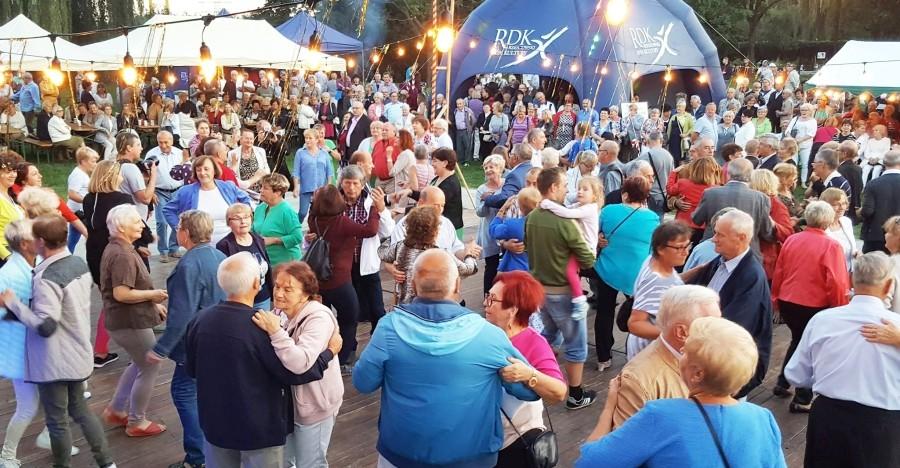 RZESZÓW: Popularne Potańcówki Miejskie dla Seniorów  wracają na rzeszowskie Bulwary