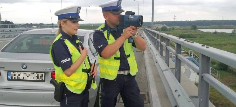 """Koniec z jazdą """"na zderzaku"""". Kontrole rzeszowskiej policji na A4 i S19 (FOTO)"""