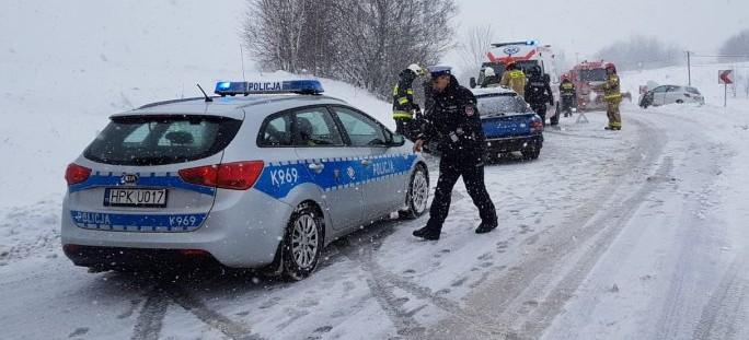 Trudne warunki na drogach w Bieszczadach. Stłuczka osobówek (FOTO)