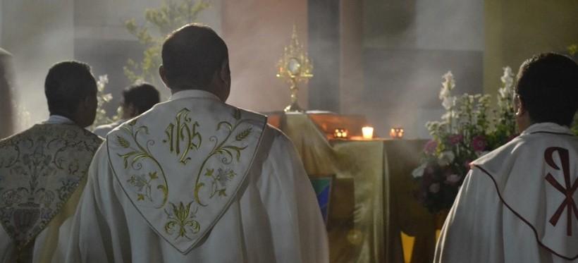 """NIENADÓWKA: Ksiądz dziękował parafianom za głosy na """"Pokorę i Skromność"""""""