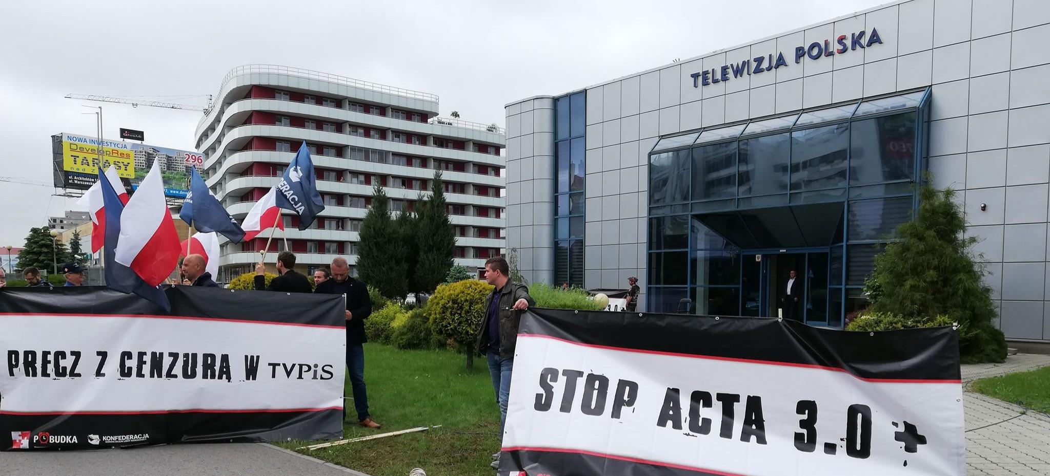 Pikieta pod siedzibą TVP Rzeszów. Jeszcze dzisiaj debata na żywo! (FILM, ZDJĘCIA)