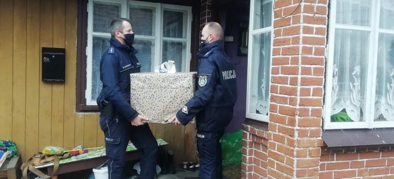 Policjanci i pracownicy brzozowskiej komendy pomogli potrzebującym! (FOTO)