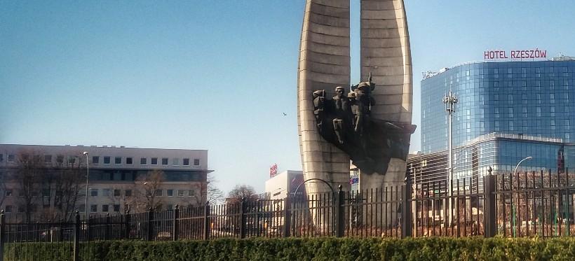 Mija 45 lat od odsłonięcia Pomnika Czynu Rewolucyjnego (FOTO, WIDEO)