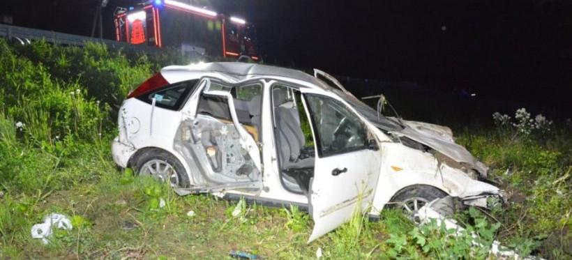 PODKARPACIE. Ford spadł ze skarpy. Uczestnicy wypadku pijani (FOTO)