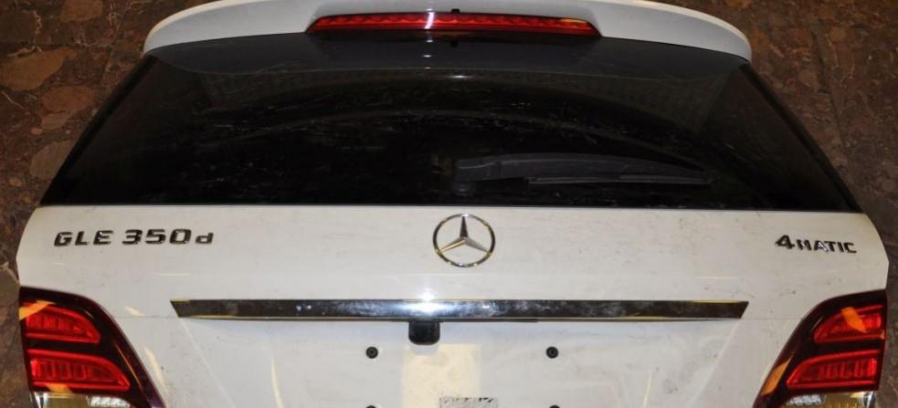 Chciał przenieść przez granicę samochodowe drzwi i pokrywę bagażnika (FOTO)