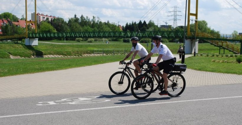 Policyjne patrole rowerowe na ulicach Rzeszowa (WIDEO)