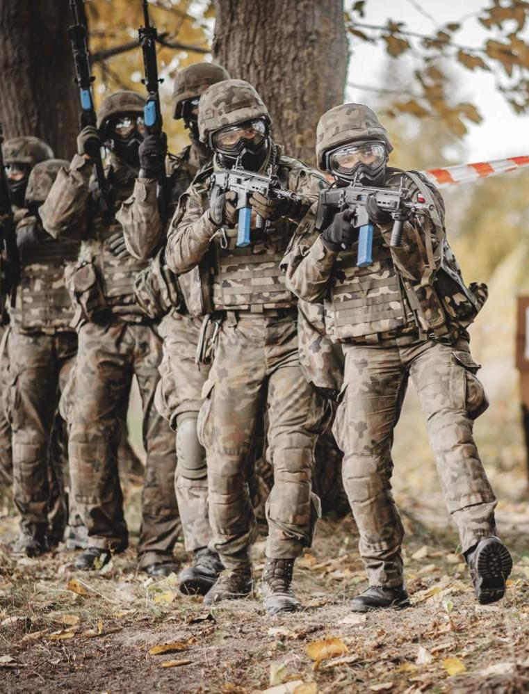 16 żołnierzy WOT, w tym 5 kobiet na kursie podoficerskim! (ZDJĘCIA)