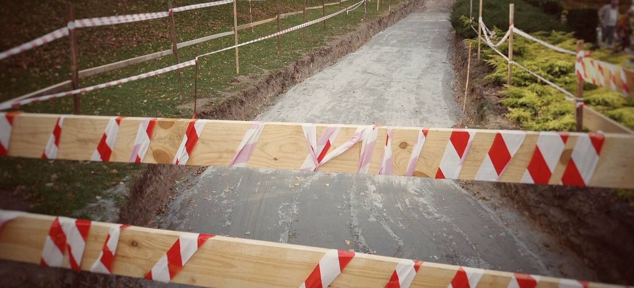 Budowa chodnika i schodów przy fontannie multimedialnej (FOTO)