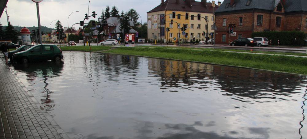 Nawałnice nad powiatem sanockim! Zalane drogi (VIDEO, ZDJĘCIA)