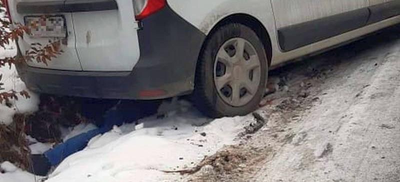 Mężczyzna został wciągnięty pod samochód. Niestety nie żyje… (FOTO)