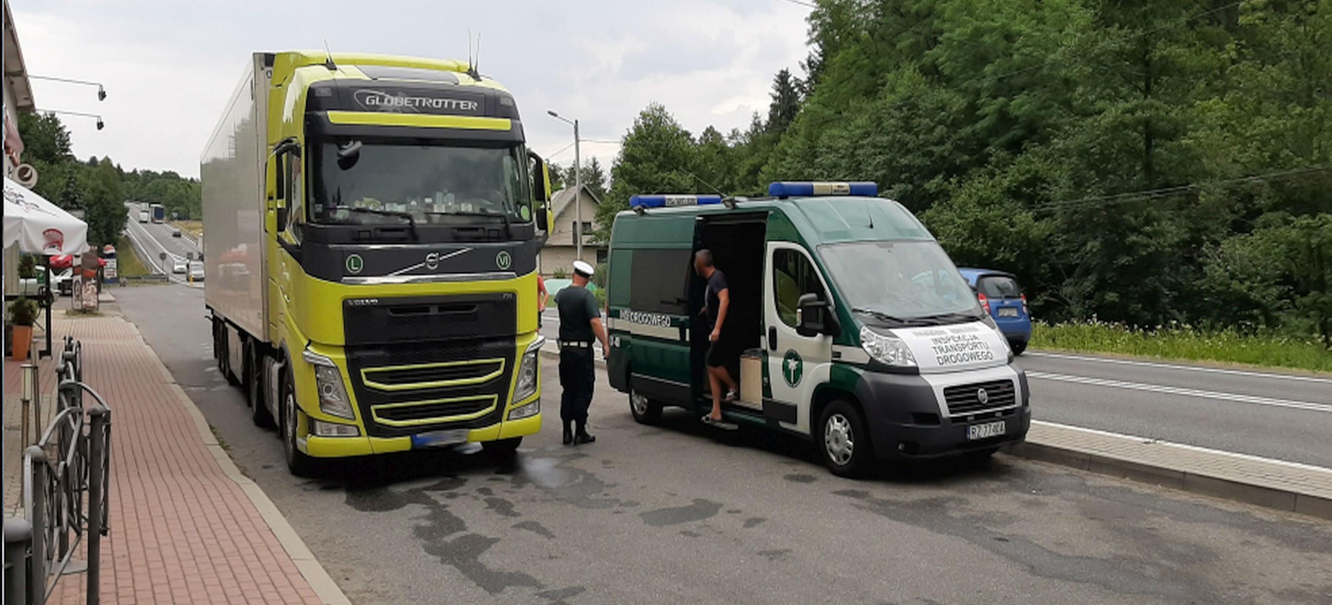 Pijani Łotysze kierowali 40-tonową ciężarówką! (ZDJĘCIE)