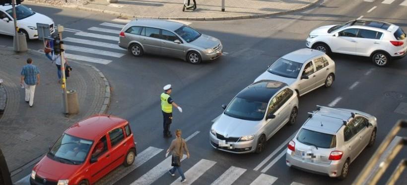 """Policja podsumowała akcję """"Przejezdne skrzyżowania"""". Ujawniono 102 wykroczenia"""