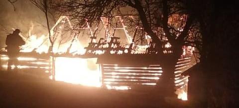 Ogromny pożar. Drewniany budynek spłonął doszczętnie (ZDJĘCIA)