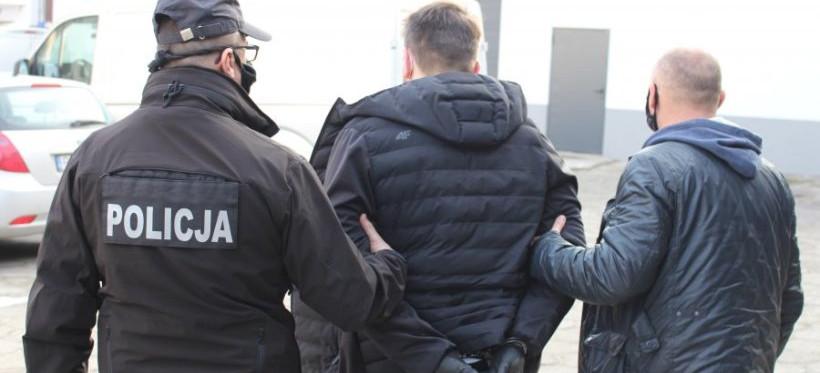 """Zatrzymano 26-latka z Rzeszowa! Pośredniczył w oszustwie """"na policjanta"""" (FOTO)"""