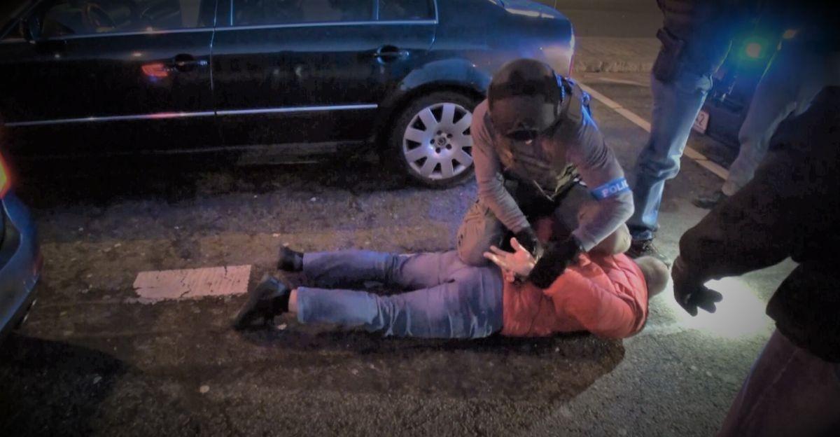 Organizowali nielegalne przerzuty ludzi z Azji do Europy. Grupa przestępcza rozbita (VIDEO)