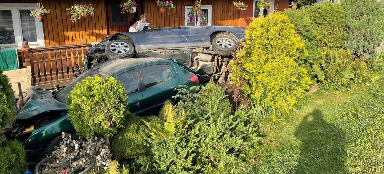 BLIZNE. Kierowca zasnął i uderzył w dom (ZDJĘCIA)