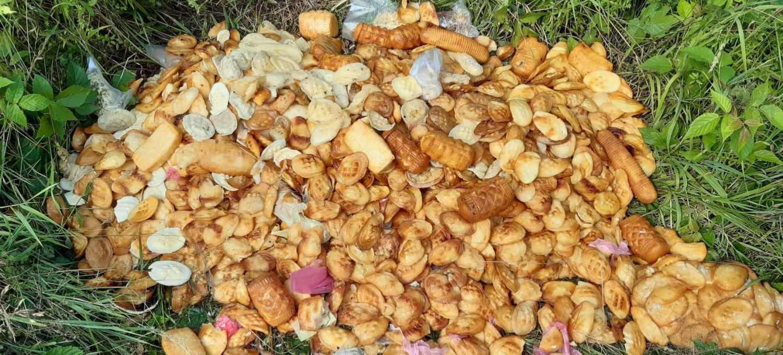 BIESZCZADY. Zepsute i śmierdzące sery uprzątnięte z lasu (ZDJĘCIA)