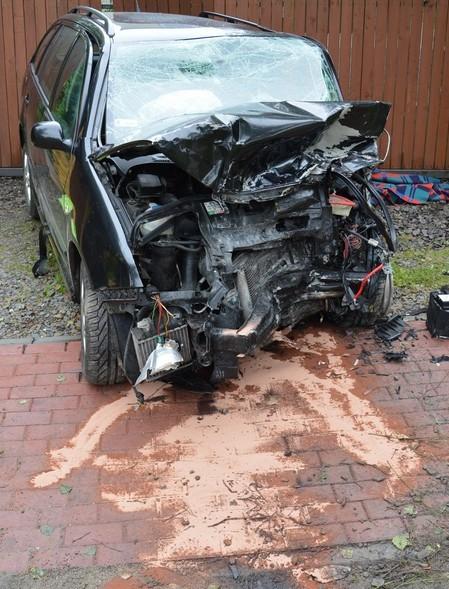 Tragiczny wypadek. Nie żyje 20-letni kierowca (ZDJĘCIA)