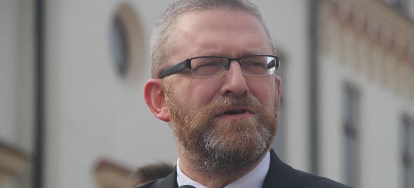 Grzegorz Braun żąda dymisji wojewody i dyrektora podkarpackiego NFZ