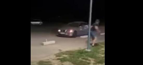 Kierowca BMW próbował rozjeżdżać pieszych! (VIDEO)