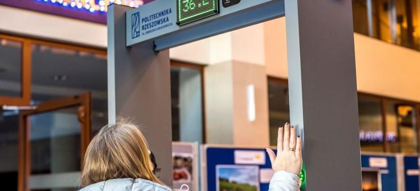 Bramki do zdalnego pomiaru temperatury na Politechnice Rzeszowskiej