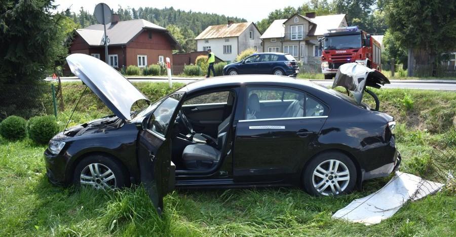 80-latek wjechał w VW i zepchnął go do rowu (FOTO)
